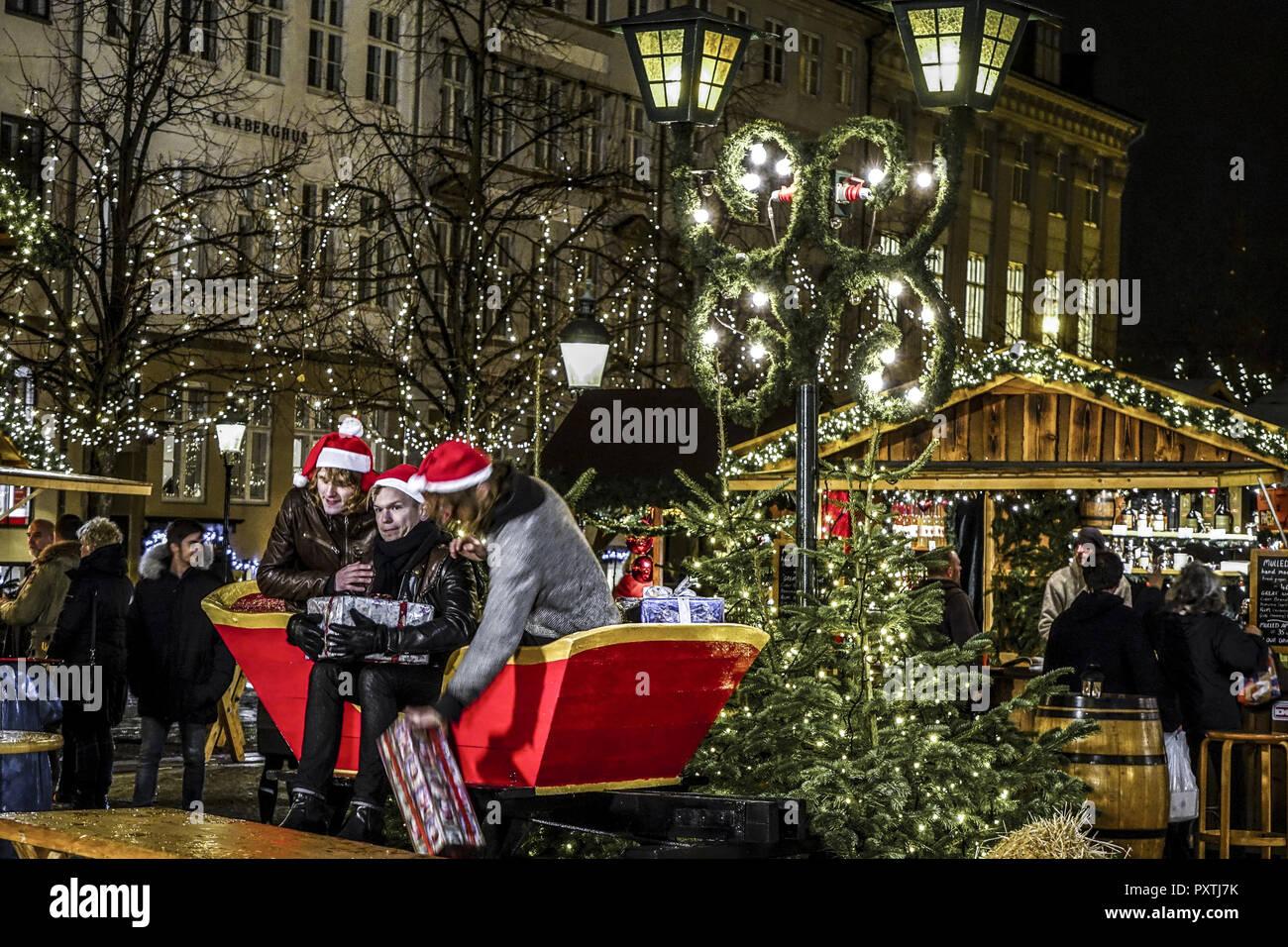 Weihnachtsmarkt H.Weihnachtsmarkt Mit Dem H Bro Plads Innenstadt Kopenhagen