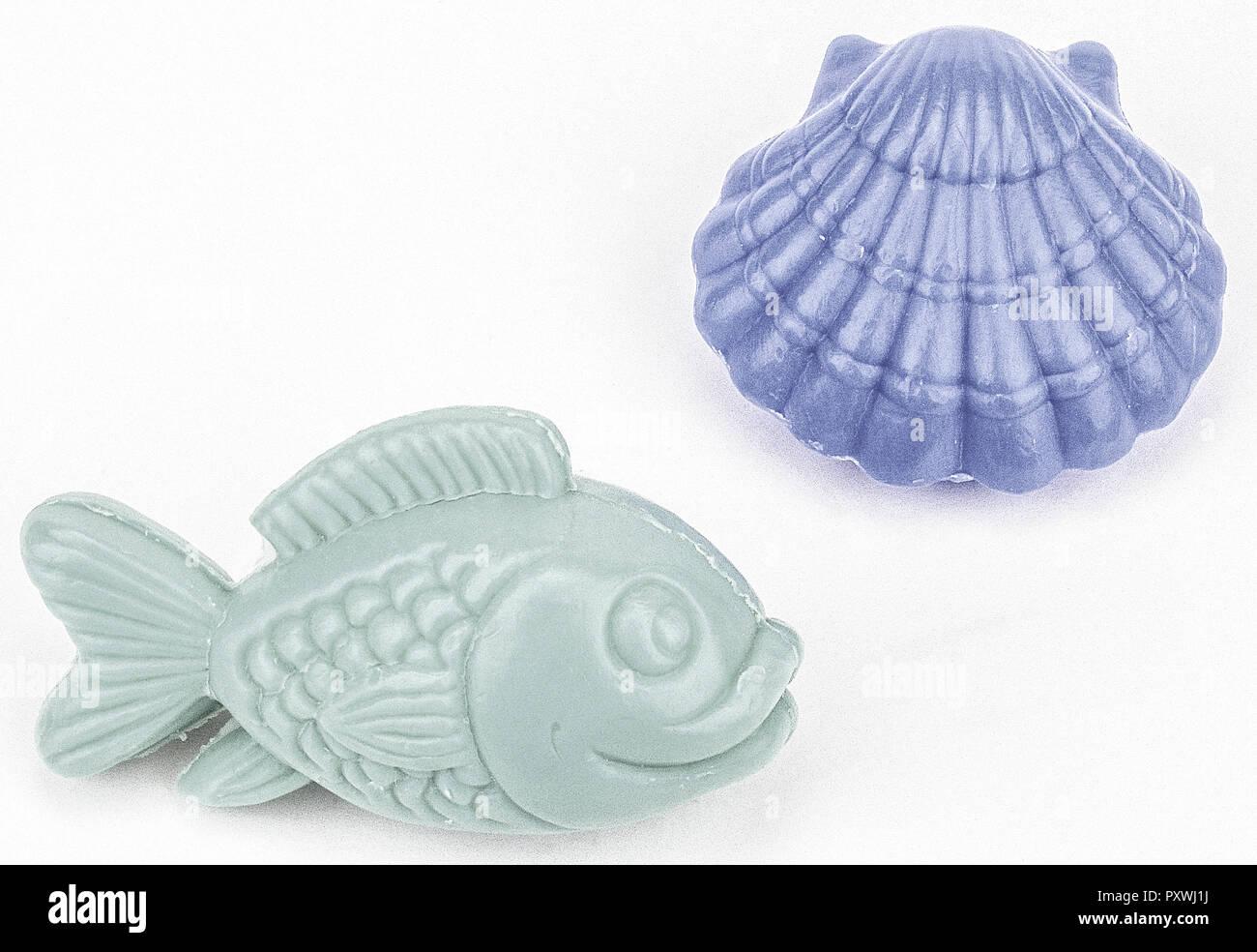 Zwei Seifenstuecke in Fisch-Und Muschel-Form Stockfoto