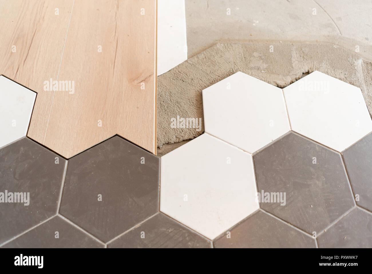 Die Kombination aus Holz Paneele Laminat und Fliesen in Form ...