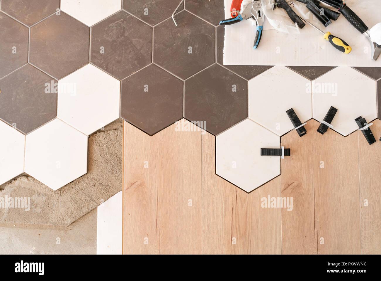 die kombination aus holz paneele laminat und fliesen in. Black Bedroom Furniture Sets. Home Design Ideas