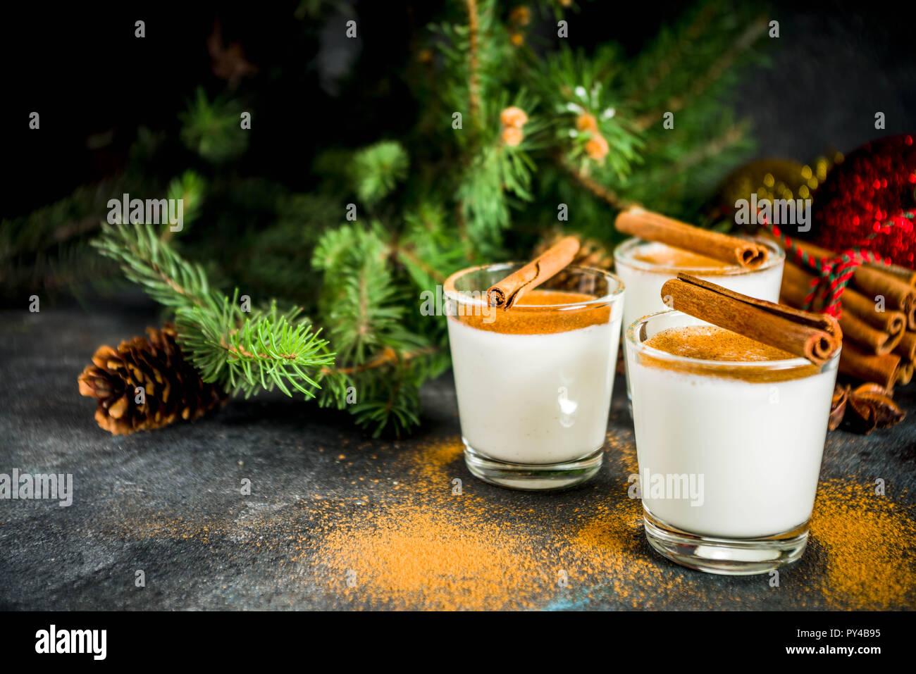 Weihnachten Eierlikör Likör trinken oder Cola de mono Cocktail ...