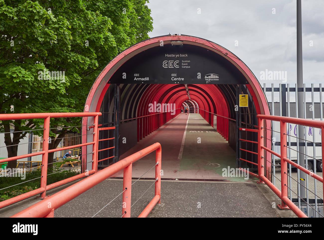 Die Fußgängerzone und den Gehweg von der SEK über die Clydeside Express Way in Glasgow, Schottland, Großbritannien Stockfoto