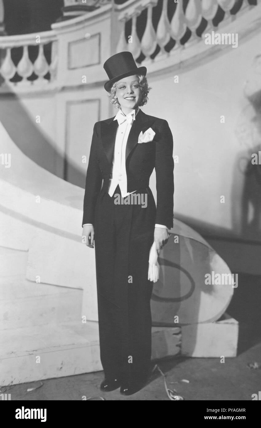 Frauen in der Mens Fashion in den 1930er Jahren. Schwedische Schauspielerin AnnaLisa Ericson, 1913-2011. Bilder im Stadium Kostüm bei Stora Teatern in Göteborg 1935 Stockbild