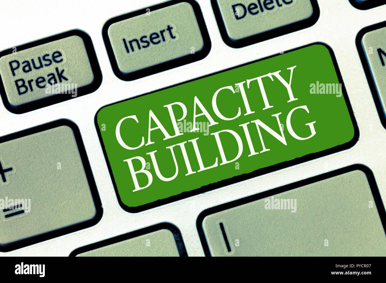 Text Zeichen zeigen den Aufbau von Kapazitäten. Konzeptionelle foto Stärkung der Fähigkeiten von Einzelpersonen die Arbeitsverteilung. Stockbild