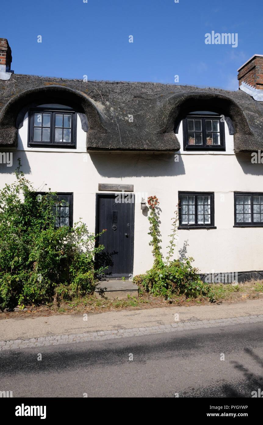 Hainbuche, Great Wymondley, Hertfordshire, ist eine Reihe von strohgedeckten Hütten, die den Namen Frauen haben wiederhergestellt Stockbild