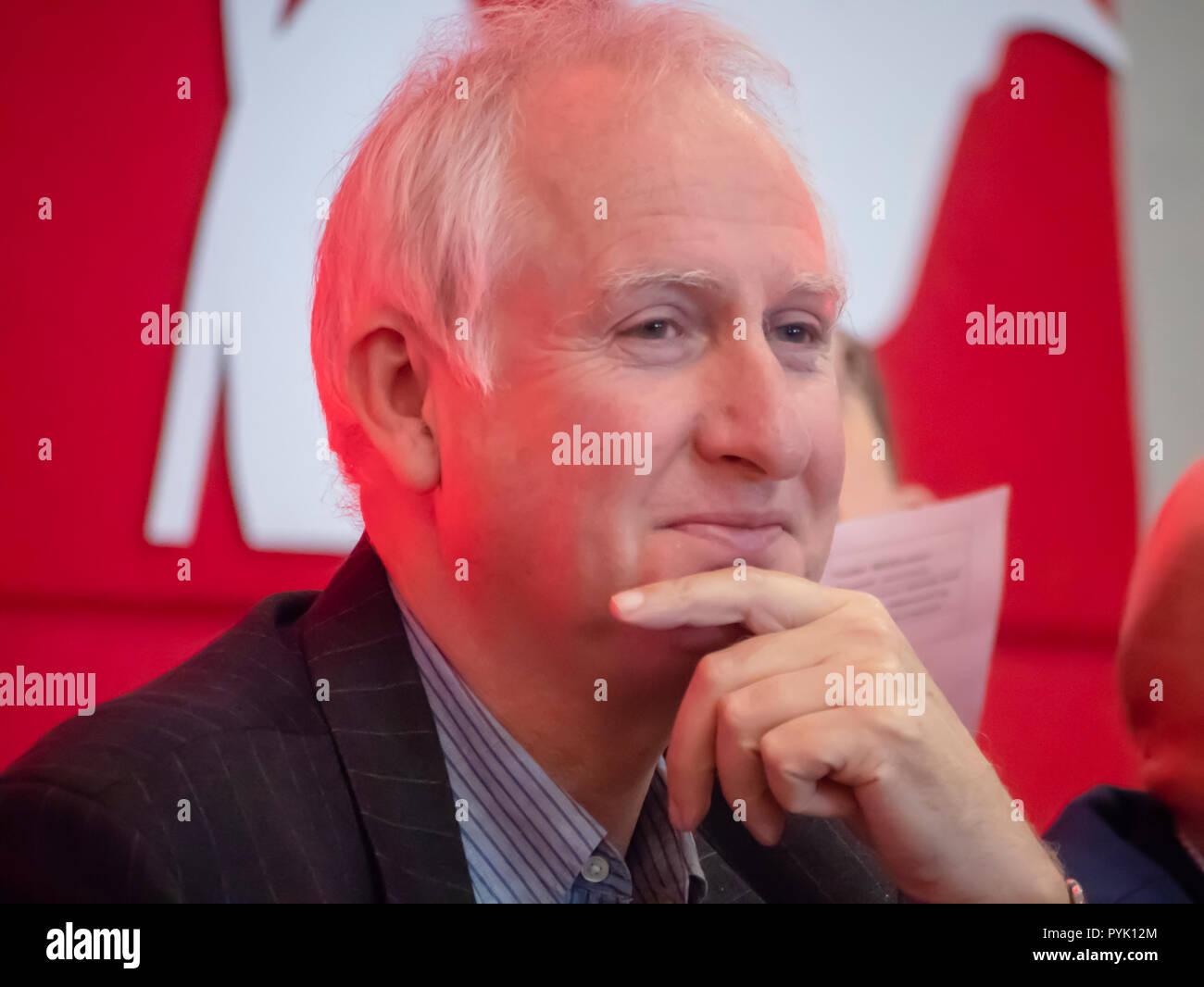 Norwich, UK. 28. Oktober 2018 Daniel Zeichner MP wartet auf den Arbeitsmarkt regionale Konferenz in Norwich Norfolk UK Credit: William Edwards/Alamy Leben Nachrichten zu sprechen Stockbild
