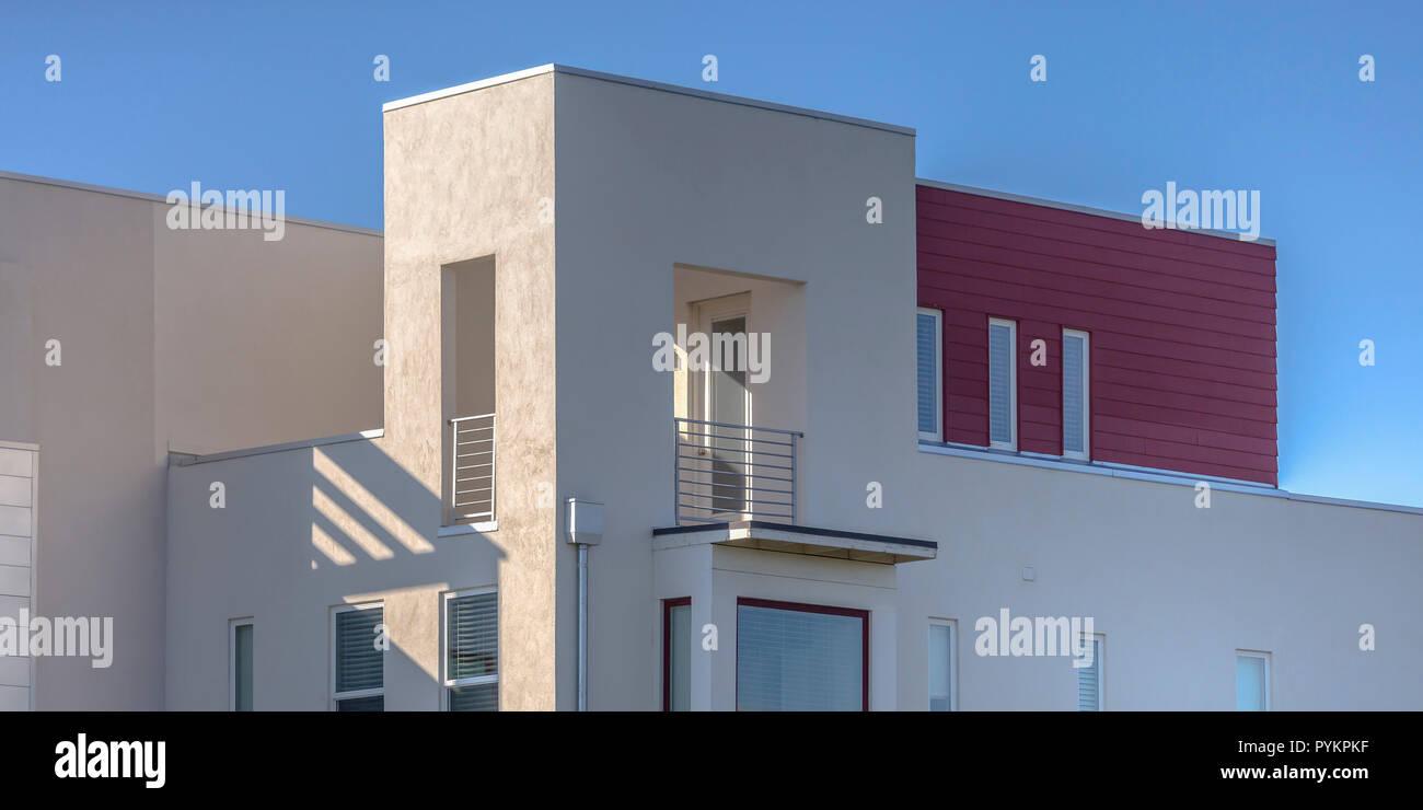 Modernes Haus Mit Flachdach Und Balkon In Utah Stockfoto Bild
