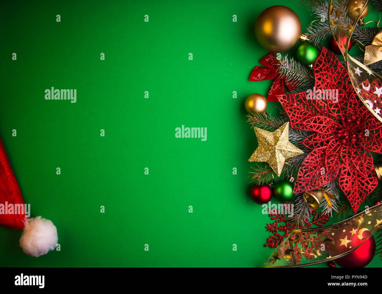 Weihnachtsstern Für Tannenbaum.Grüne Weihnachten Hintergrund Mit Tannenbaum Spielzeug Und