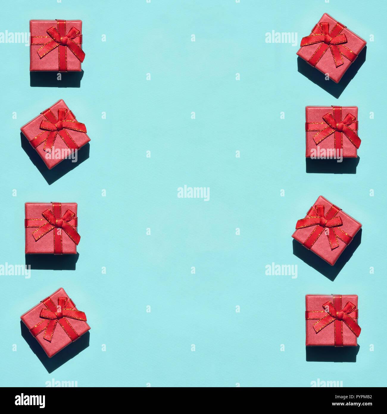 quality design 04310 54618 Viele kleine rot rosa Geschenk Boxen auf Textur Hintergrund ...