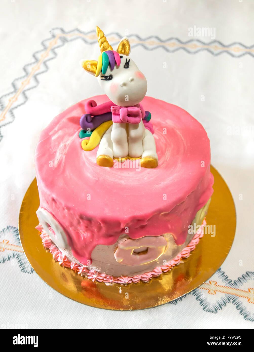 Lecker Und Bunte Kinder Kuchen Mit Einem Schonen Einhorn Und