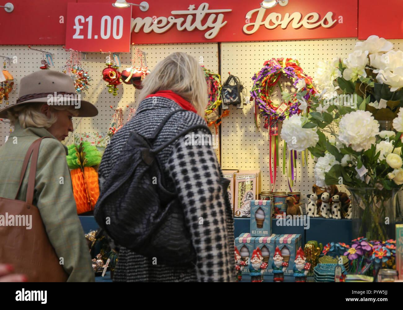 Mens Designer London Stockfotos & Mens Designer London Bilder - Alamy