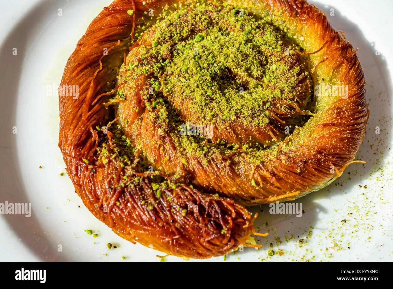 Nahaufnahme Turkisches Dessert Kadayif Zerfetztes Weizen Dessert Mit