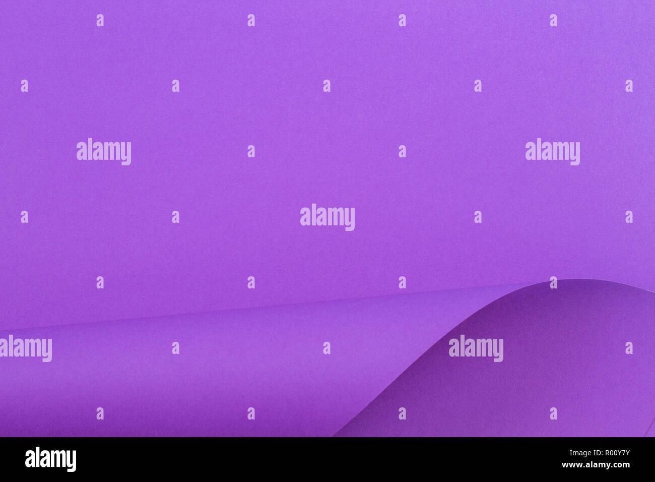 Abstrakte farbenfrohe Hintergrund. Violett lila Farbe Papier in geometrischen Formen Stockbild