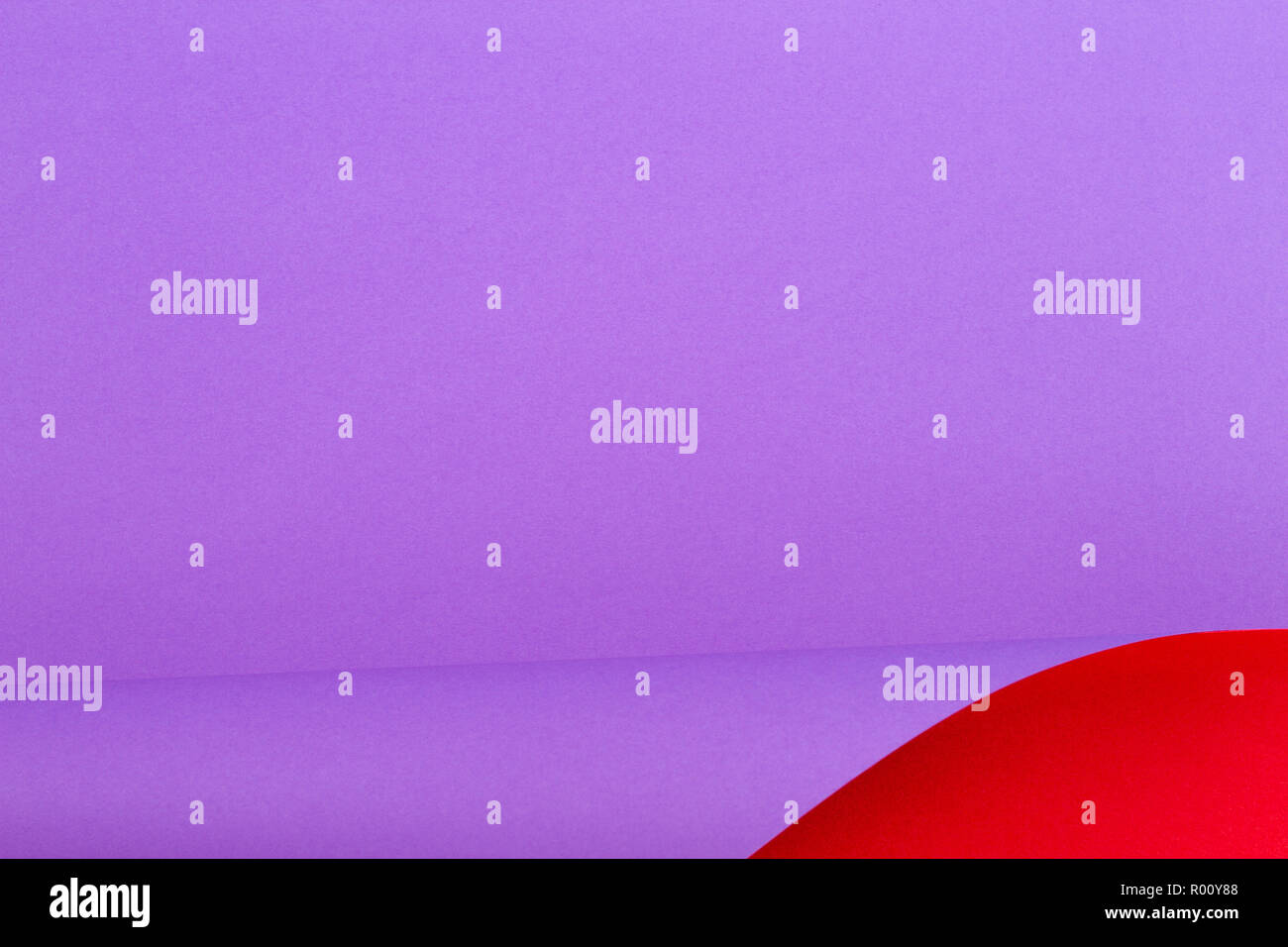 Abstrakte farbenfrohe Hintergrund. Rot Violett lila Farbe Papier in geometrischen Formen Stockbild