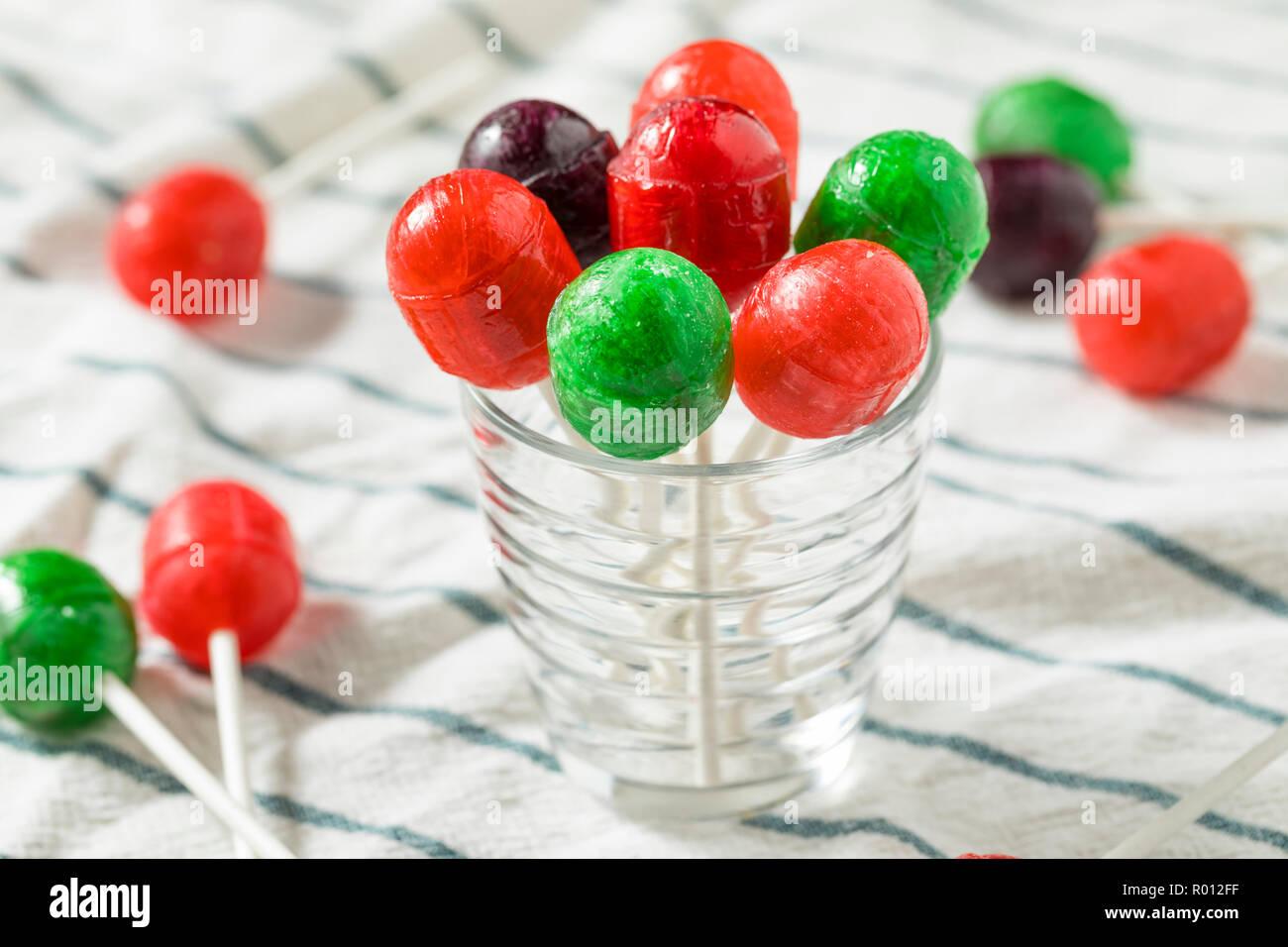 Süße hausgemachte Sugar Sucker Candy auf einem Stick Stockbild
