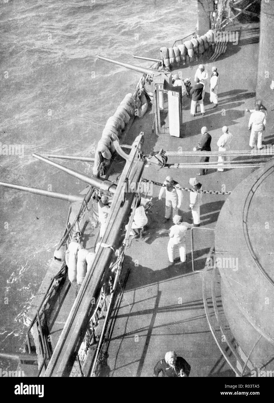 """Französische Schlachtschiff """"Charlemagne"""" während einer Seeschlacht, Dardanerlles Gerade, 1915, Türkei Stockbild"""