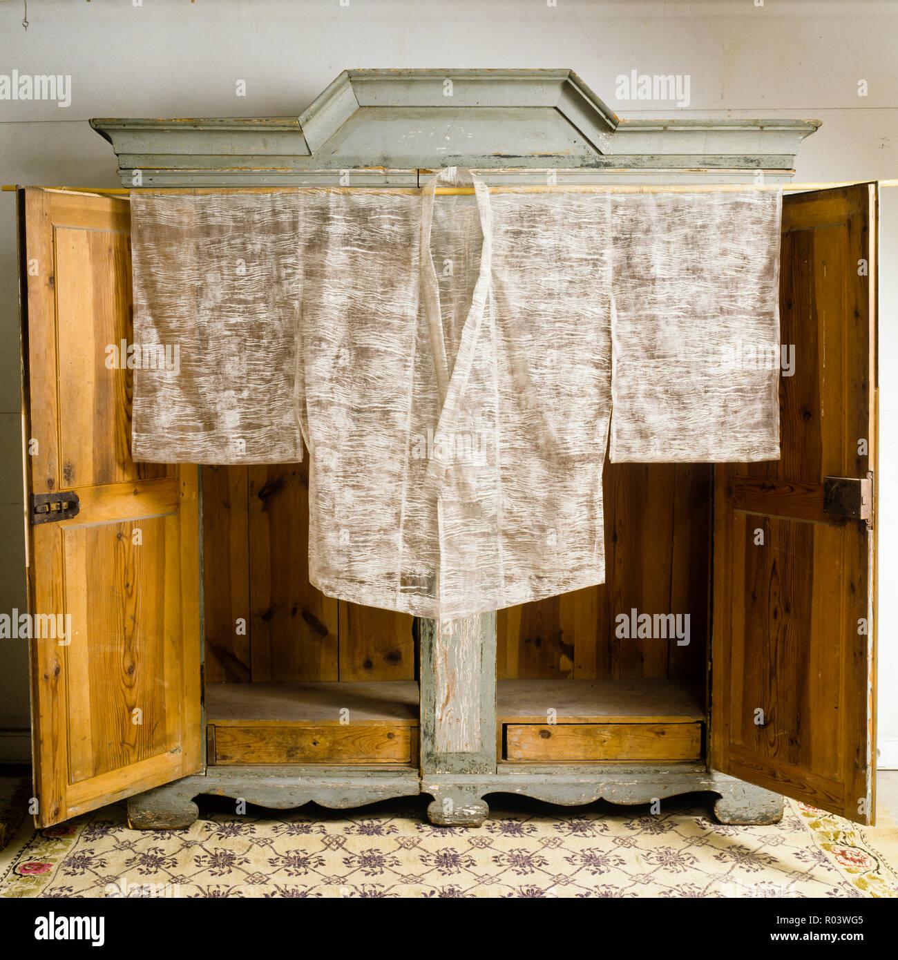Orientalische Papier Robe von Isabelle de Borchgrave Stockbild