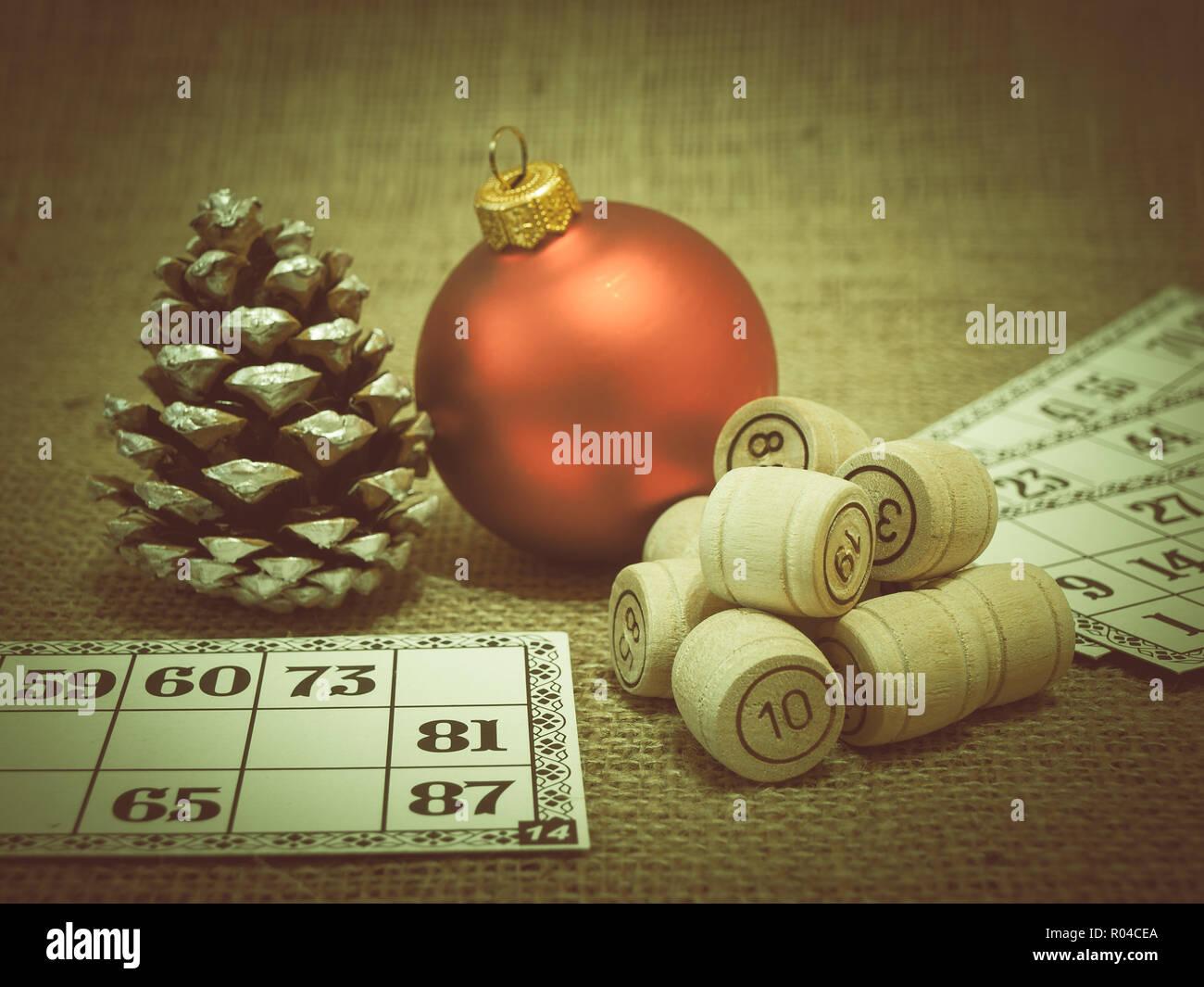 Lotto Weihnachten.Board Game Lotto Holz Lotto Fässer Und Karten Für Ein Spiel In