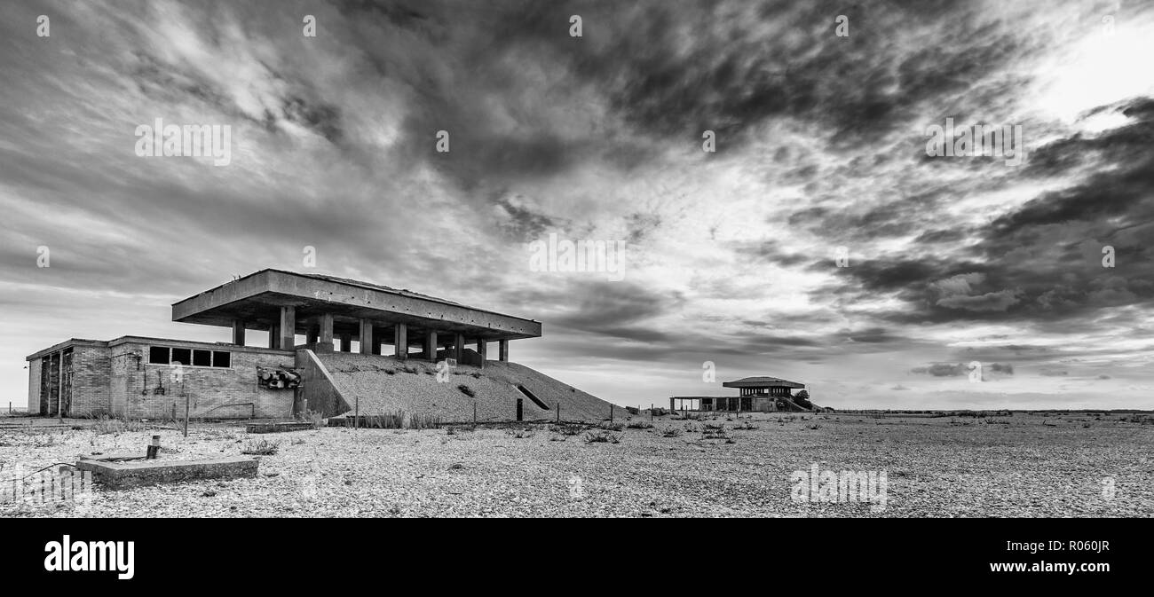Laboratorien 4 und 5, da die Pagoden bekannt, der Atomic Weapons Research Establishment, Orford Ness, Suffolk, England. Stockfoto