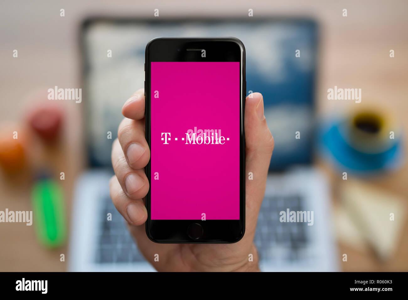 T Mobile Logo Stockfotos T Mobile Logo Bilder Alamy