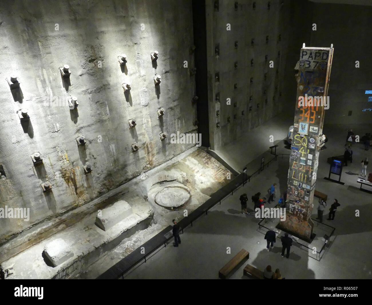 NEW YORK 9/11 TRIBUT MUSEUM DER STIFTUNG Halle im Keller. Foto: Tony Gale Stockbild
