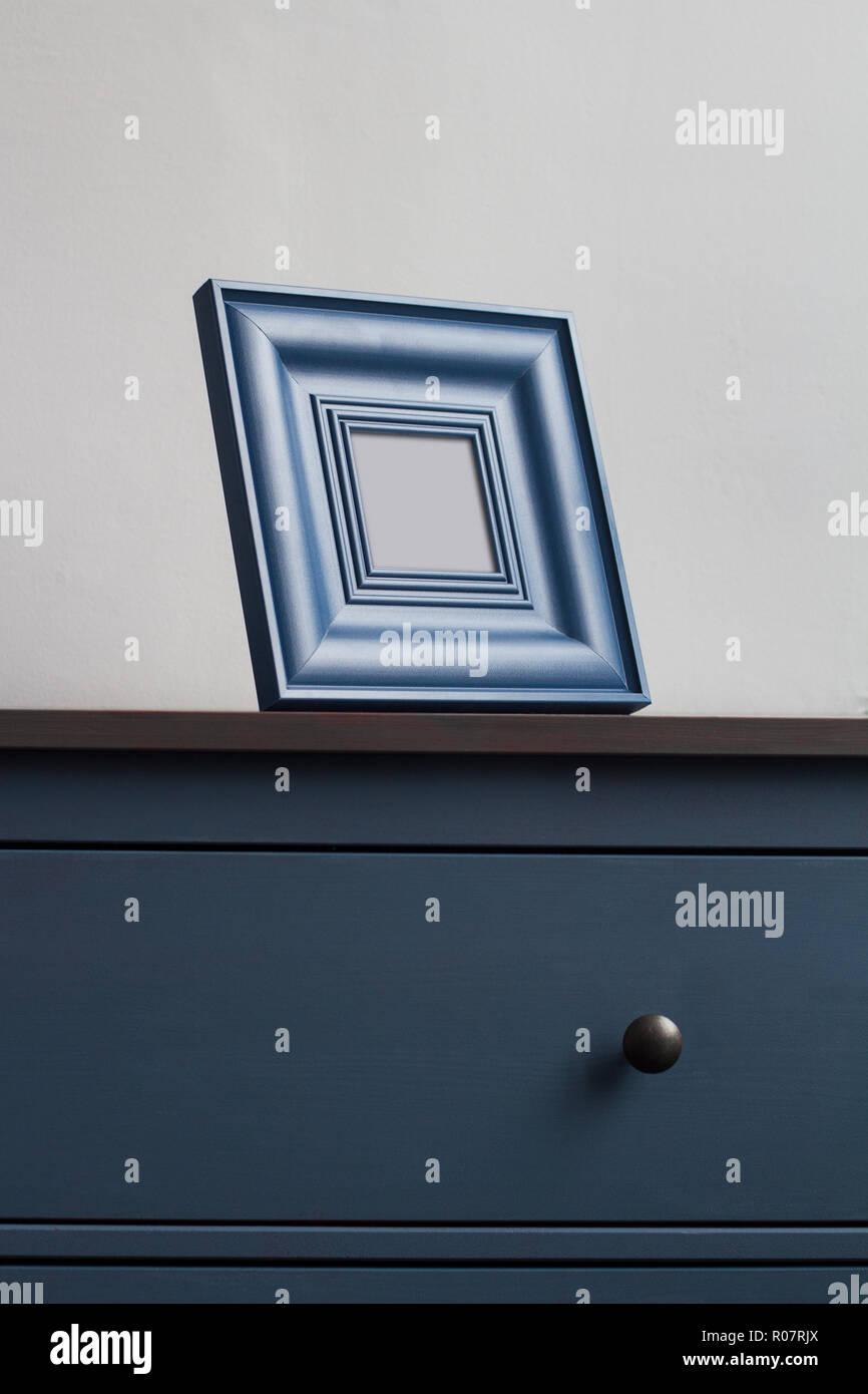 Vertikale Frontansicht Detail Platz Leeren Bilderrahmen Auf Blue