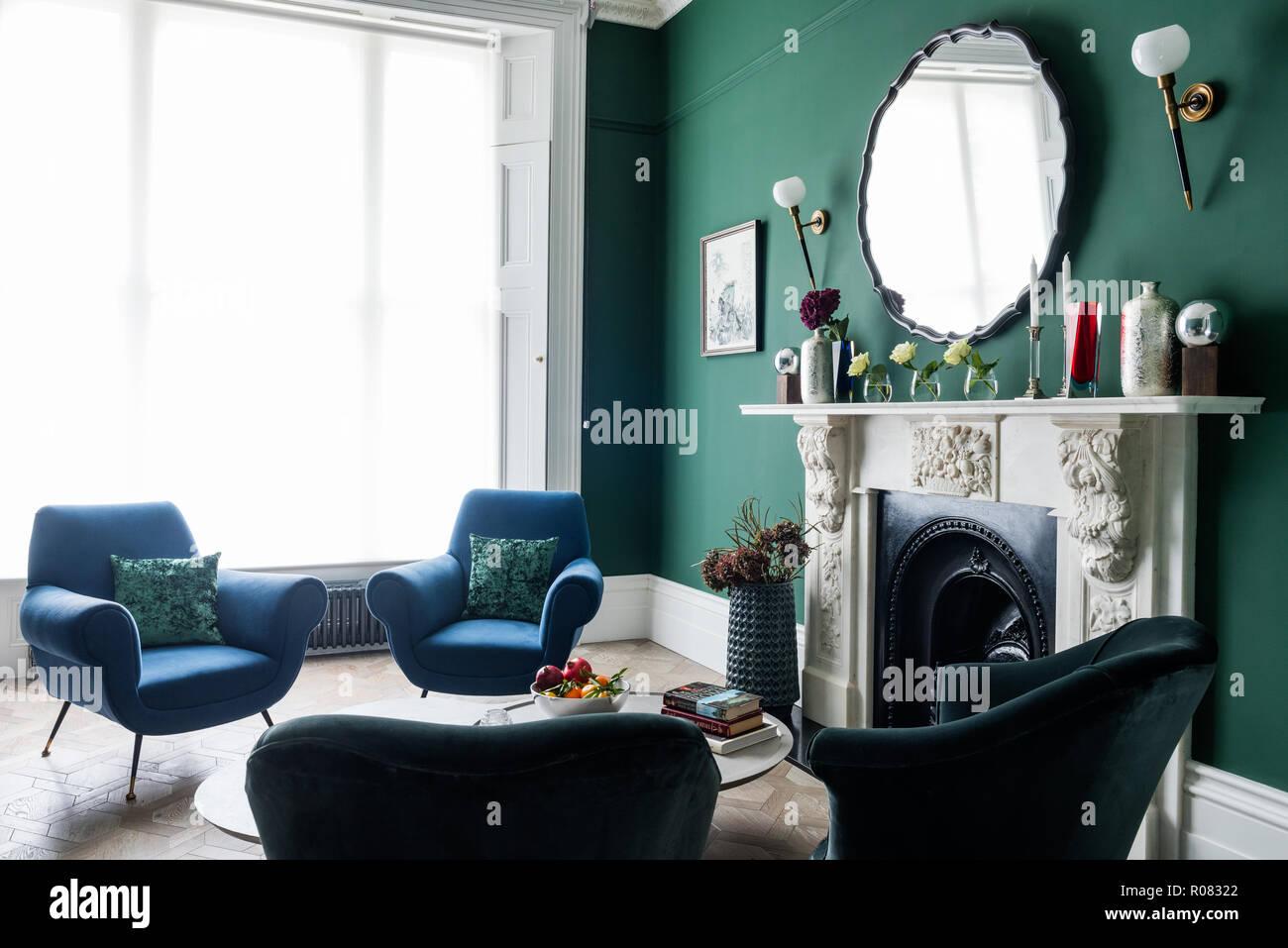 Grün Und Blau Getönten Wohnzimmer Stockfoto Bild 223912810 Alamy