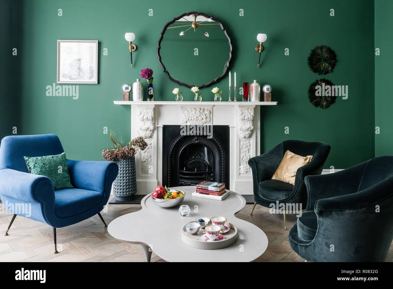 Grün Und Blau Getönten Wohnzimmer Stockfoto Bild 223912824 Alamy