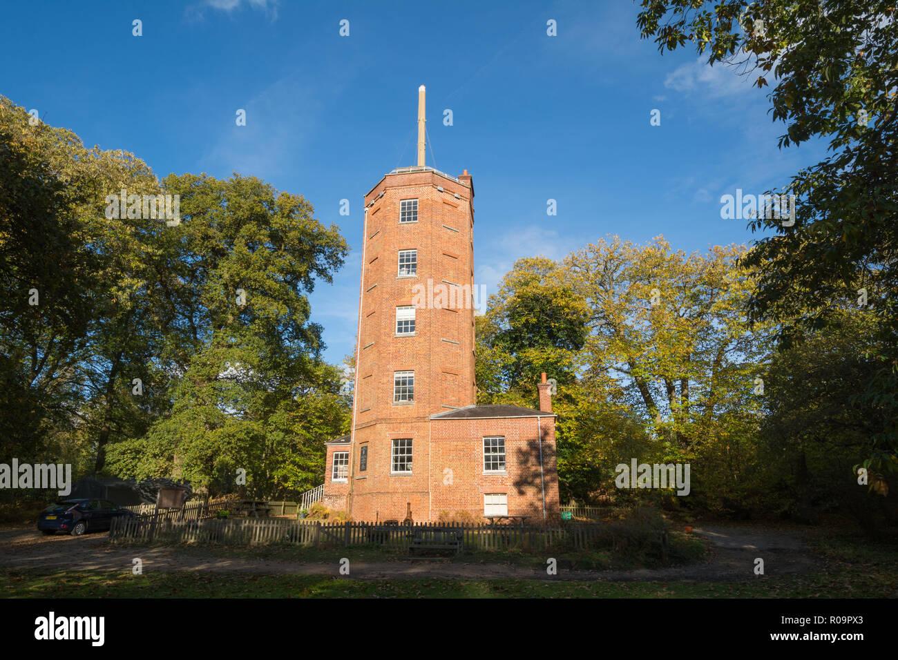 Chatley Heide Semaphore Turm, ein Wahrzeichen, die als Teil der Admiralität semaphore Kette, die zwischen 1822 und 1847 betrieben wurde, Surrey, Großbritannien Stockbild