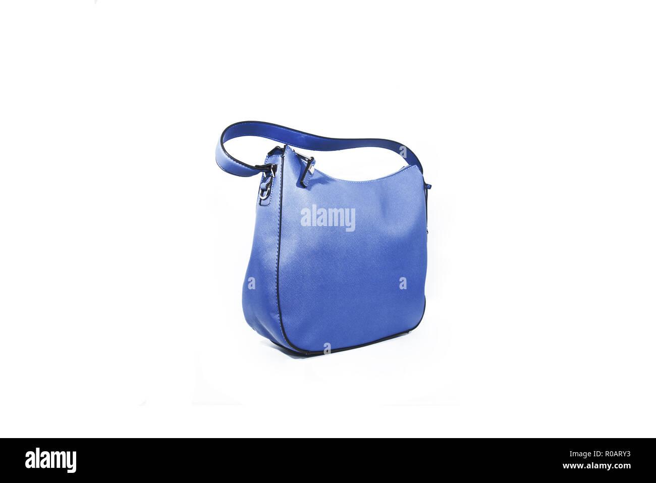 32c0cc3f4cdfe Leere blaue Damen Handtasche auf weißem Hintergrund Stockfoto