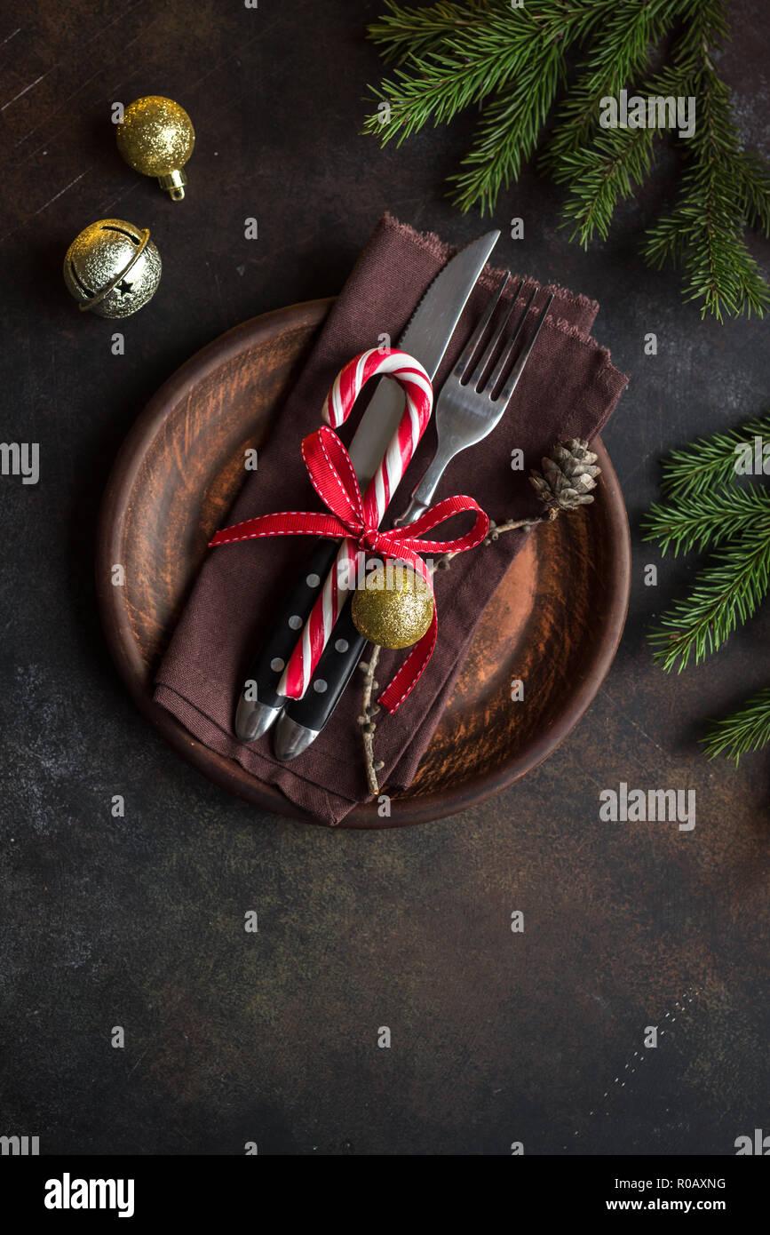 Weihnachten Tischdekoration Mit Tannenzweigen Auf Dunklen Rustikalen