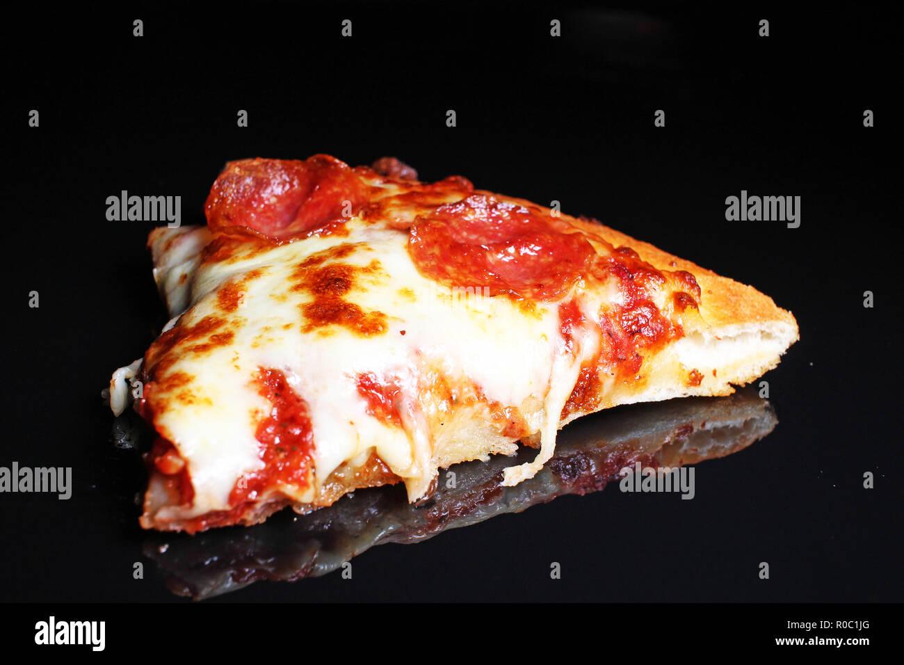 Pizza Salami, Käse Wurst amerikanischen Scheibe Scheiben Pizza Delivery Stockbild