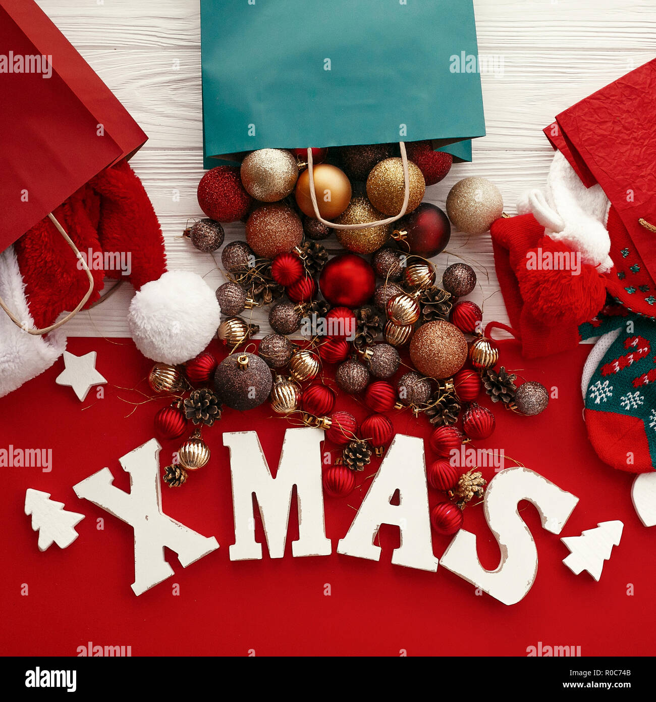 Card Red Letters Merry Christmas Stockfotos & Card Red Letters Merry ...