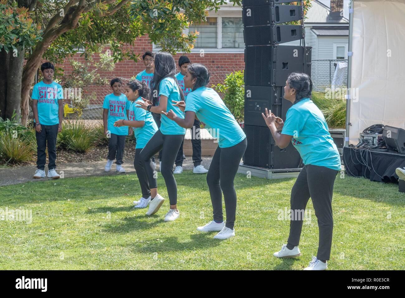 Auckland Neuseeland 27. Oktober 2018 - Junge indische Tänzer, ihre Routine zu tun im Sandringham Street Festival Stockbild