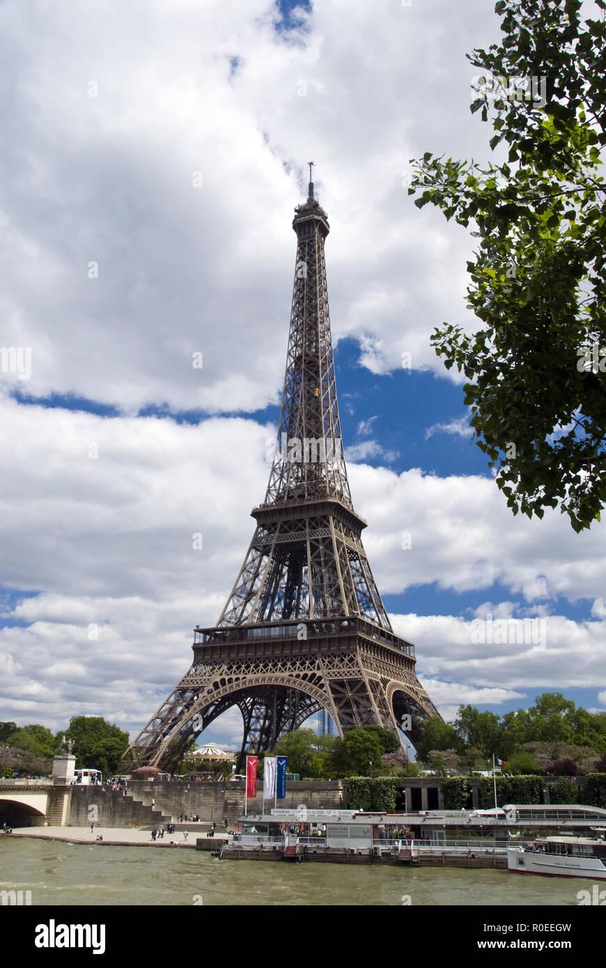 Der Eiffelturm Tour Eiffel Steht In Der Nähe Eine