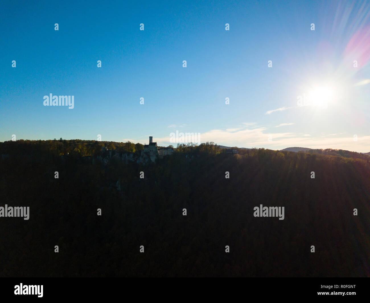 Schloss Lichtenstein und die Schwäbische Alb Stockbild