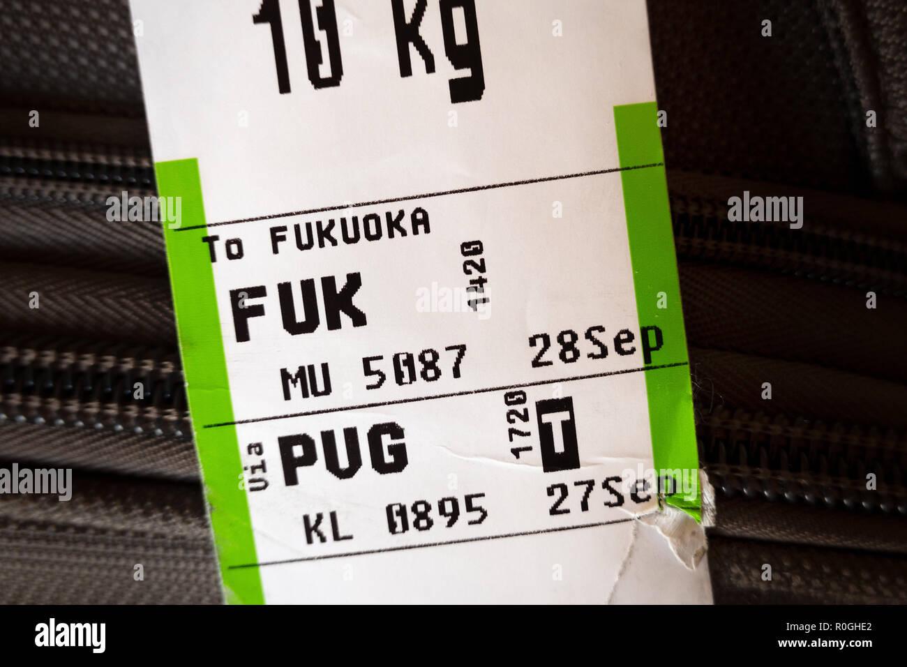 Reisegepäck Fluggesellschaft Kofferanhänger zeigen Es aus Schanghai PVG Fukuoka FUK Flughäfen. Stockbild