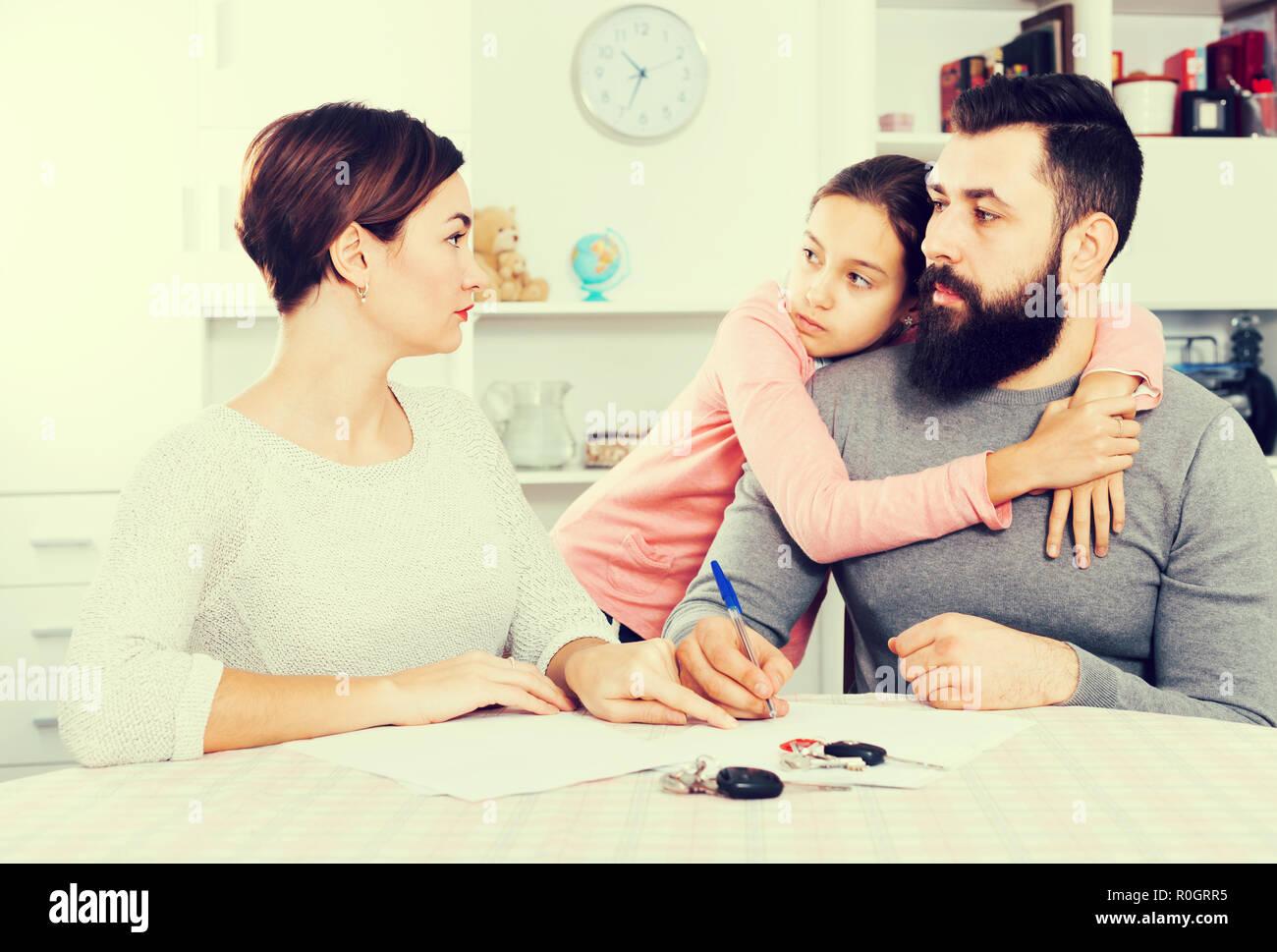 The CUSTOMER [.]. Scheidung einen Anwalt oder eine Anwältin beauftragen.