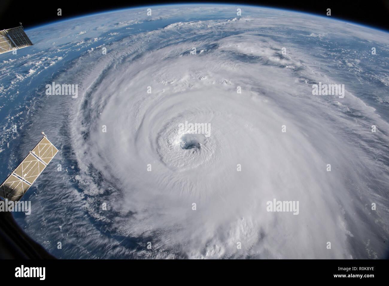 Blick vom Raum der Hurrikan Florenz in den Atlantischen Ozean. Stockbild