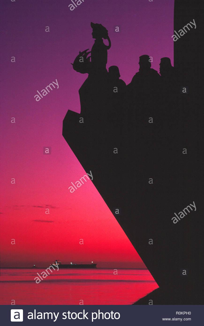 Portugal. Lissabon. Denkmal der Entdeckungen (Padrão dos Descobrimentos). Sonnenuntergang. Stockbild