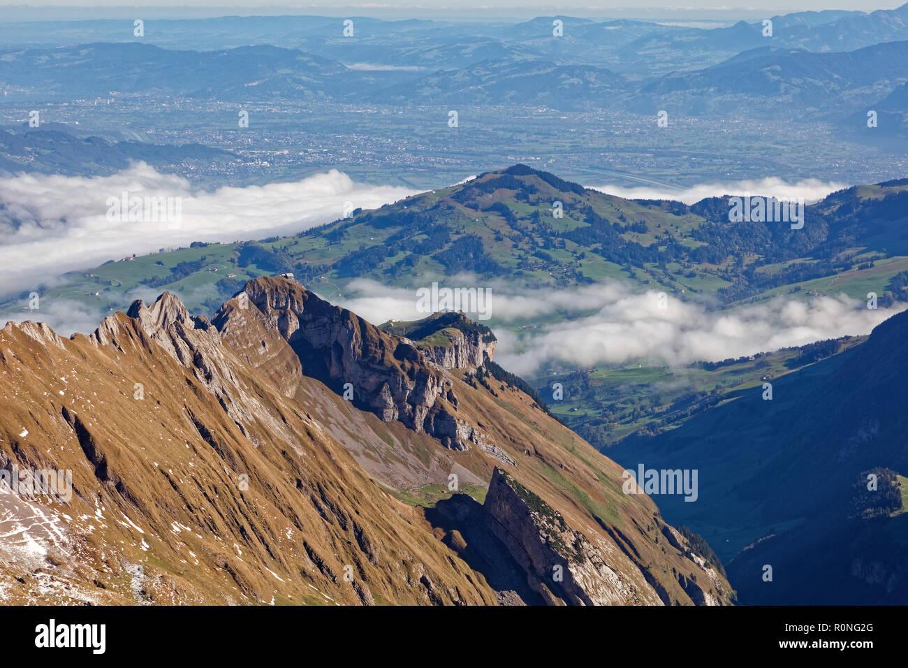 Sonnige Aussicht vom Säntis Richtung Norden, Alpstein - Appenzell Alpen, Schweiz Stockbild
