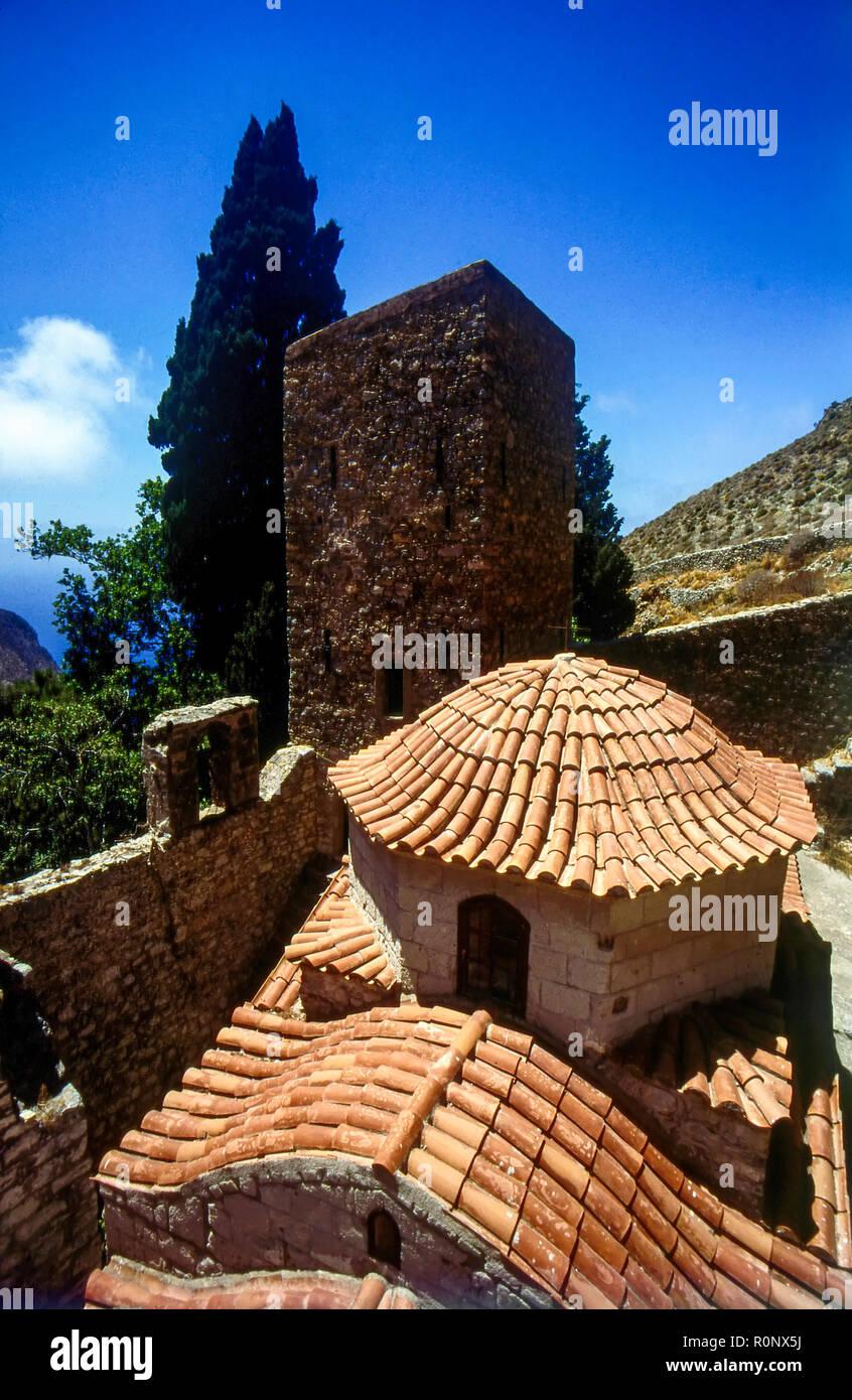 Die byzantinischen Kloster von Agios Panteleimon auf Tilos, griechischen Dodekanes Inseln das Kloster stammt aus der Zeit um 1470. Stockbild