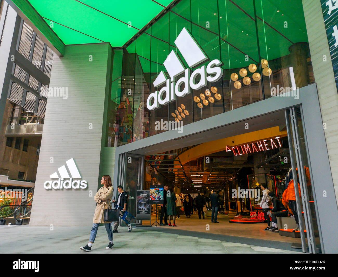 ShanghaiChina6 Und Schuhe Der Nov2018Kleidung An Auf Anzeige BodxeC
