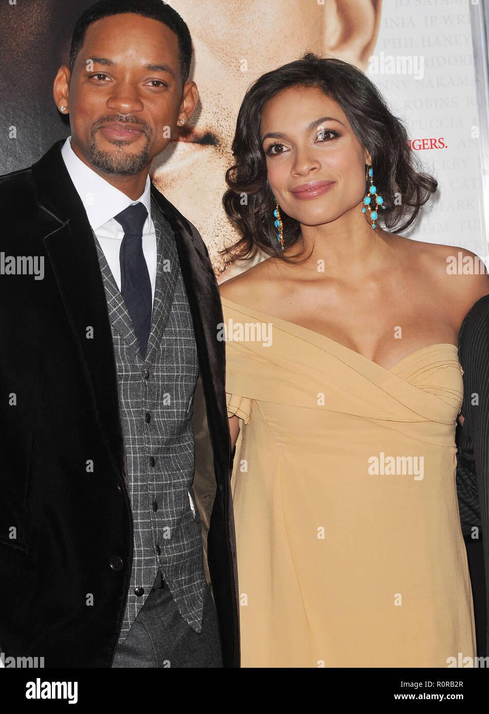 Will Smith und Rosario Dawson   Seven Pounds Premiere auf dem ...