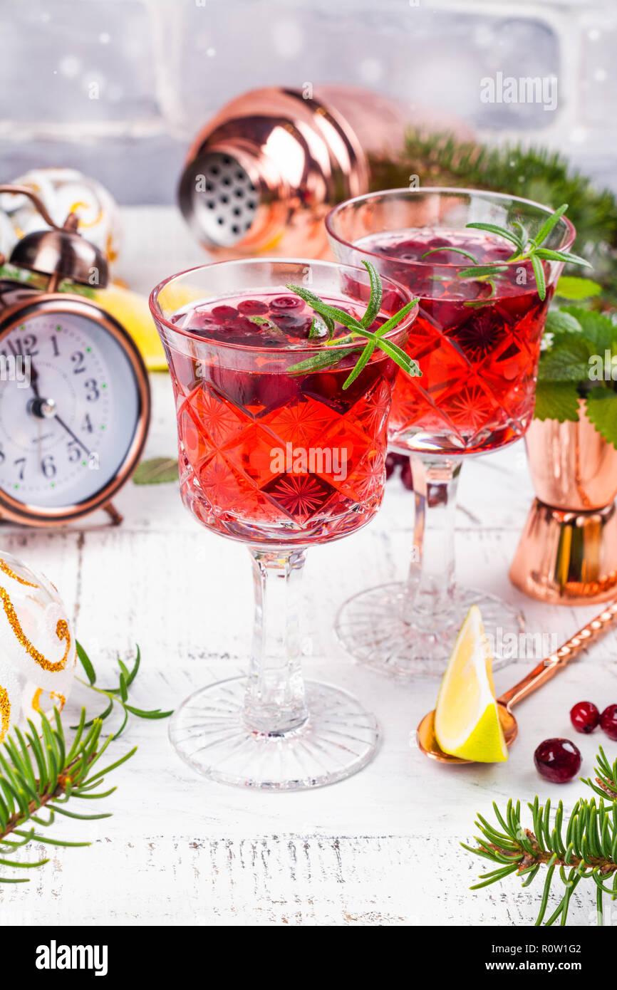 Cranberry Cocktail mit Rosmarin Stockbild