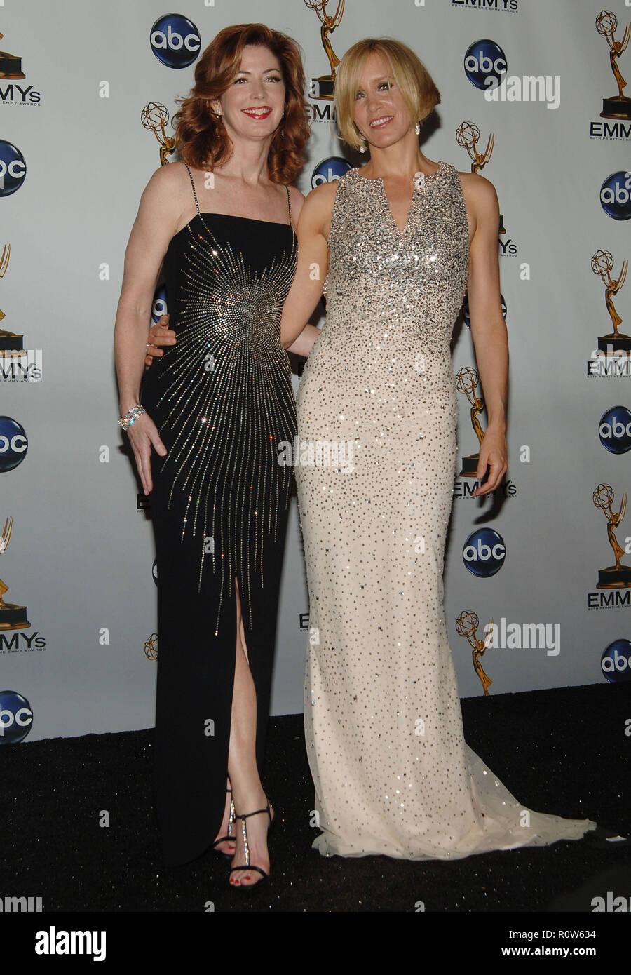 - 60Th jährliche Emmys Awards im Nokia Theater in Los Angeles headshot drei Viertel voller Länge Augenkontakt Lächeln - 60. jährlichen Emmys ausgezeichnet Stockbild