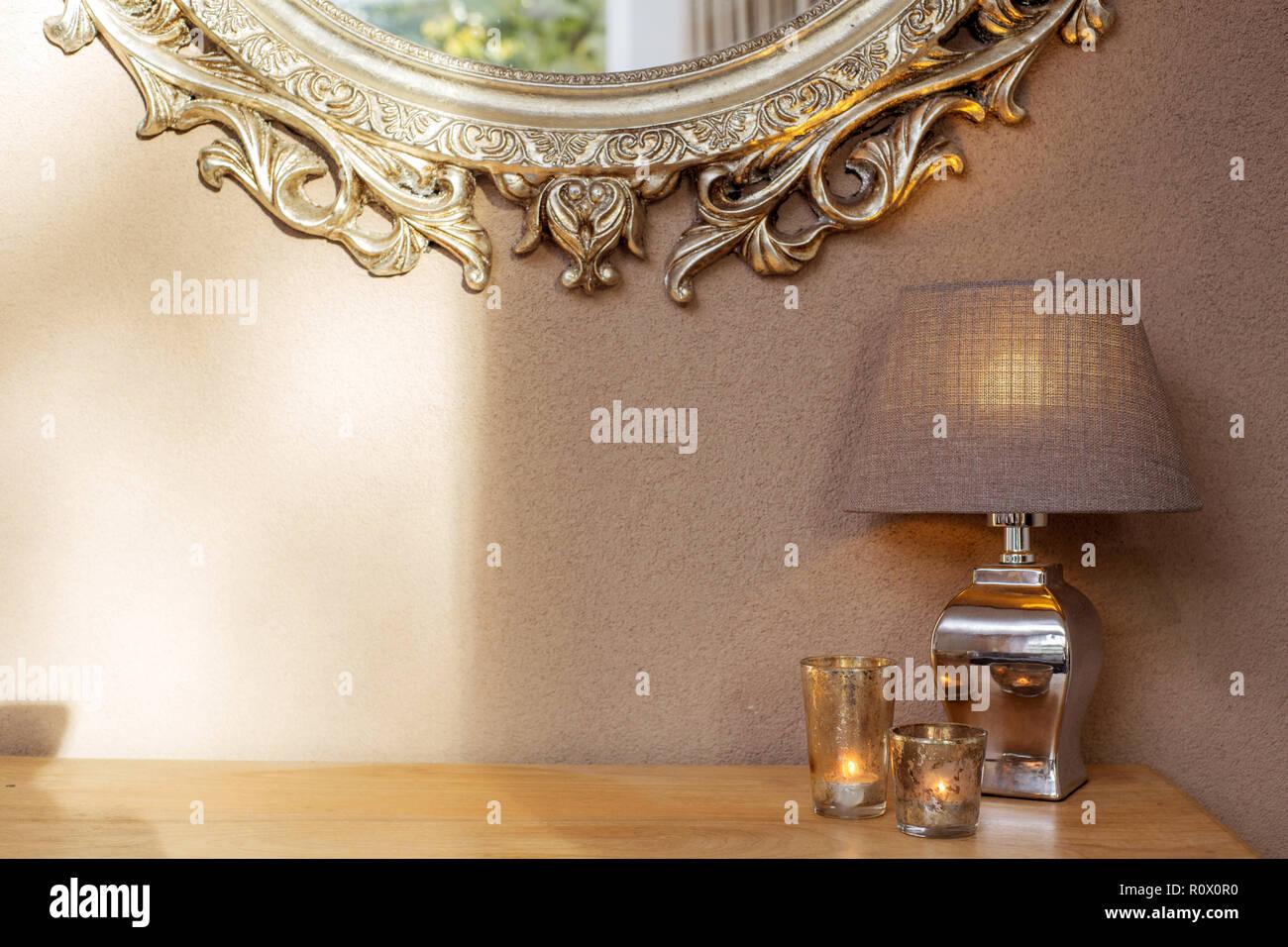 Interieur Mit Spiegel Und Dekoration Lampen Und Kerzen Mit Braunen