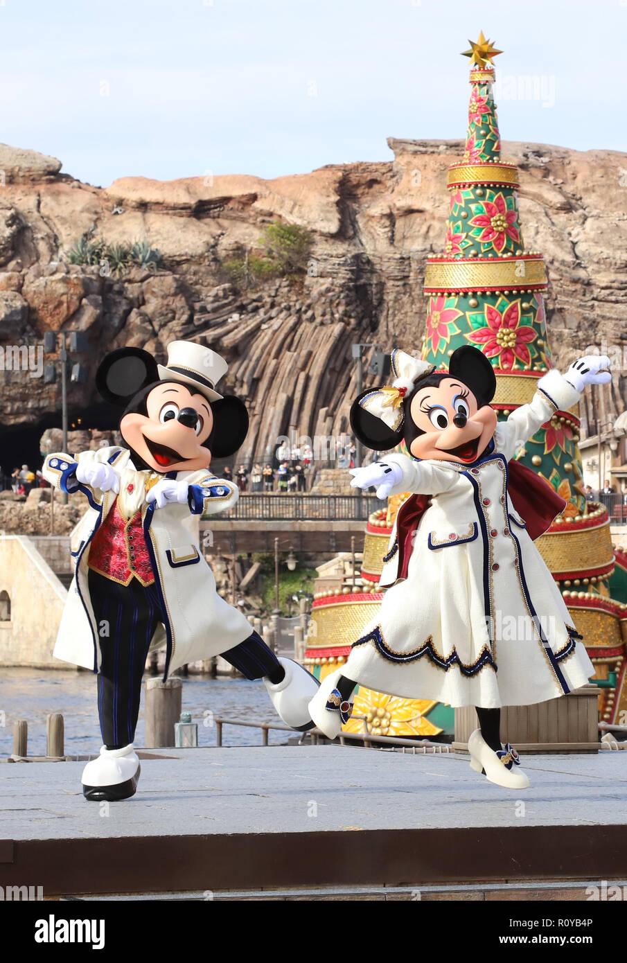 Urayasu, Japan. 7 Nov, 2018. Disney Figuren Mickey und Minnie Maus ...