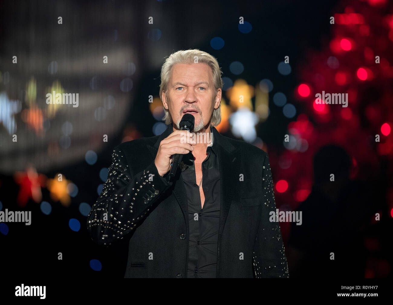 Zwickau, Deutschland. 06 Nov, 2018. Sänger Johnny Logan singt bei ...