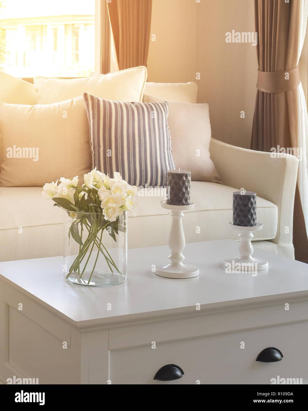 Morgen Tatort Wohnzimmer dekorative mit Glas Vase und blau